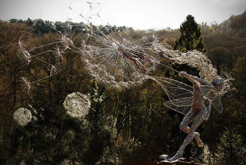 Сказочные скульптуры Робина Уайта из проволки