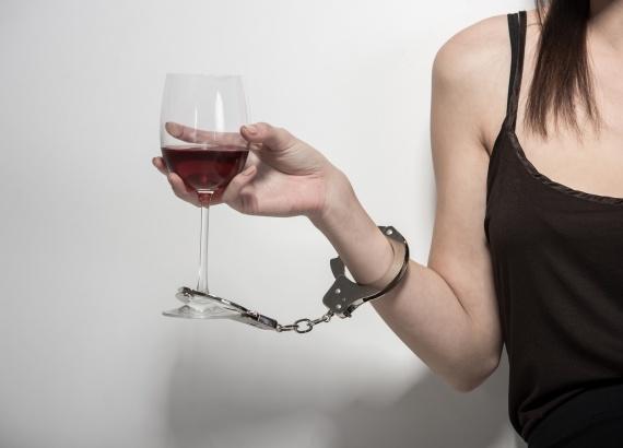 Алкогольная зависимость у женщин. Как избавиться?