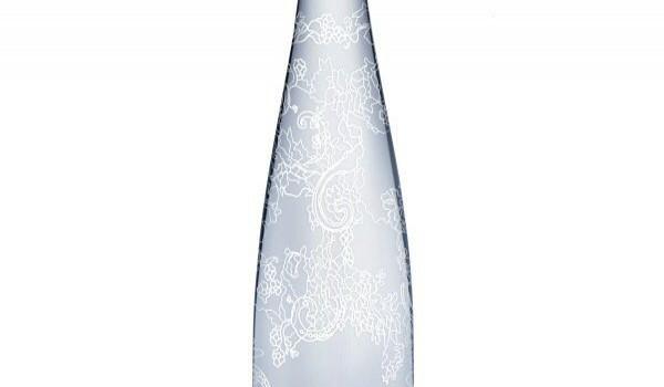 Evian и Elie Saab представили минеральную воду в ограниченном тираже