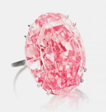 Крупнейший розовый бриллиант в мире продан за 74 миллиона долларов