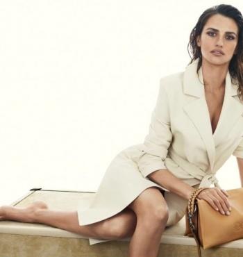 Пенелопа Крус в рекламной компании новой коллекции сумок от Loewe весна-лето 2014