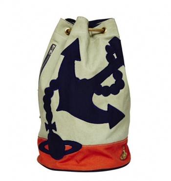 Вивьен Вествуд создала капсульную коллекцию сумок для интернет-магазина Asos