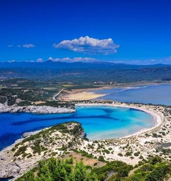 Омега-образный пляж Войдокилья в Греции
