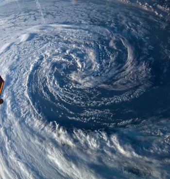 Фото дня: Вихревая буря из космоса