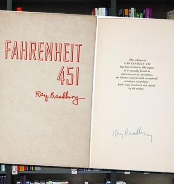 В Нью-Йорке был продан редчайший экземпляр романа Рэя Брэдбери «451 градус по Фаренгейту»