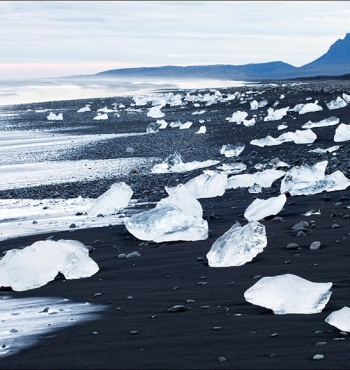 Фото дня: Пляж с черным песком в Исландии